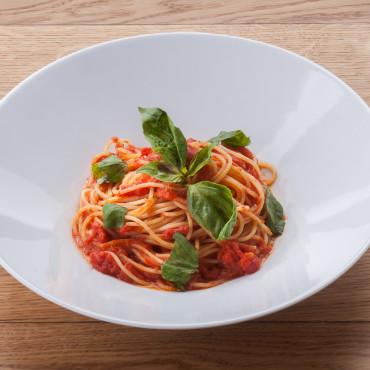 Спагетти с соусом из помидоров и базилика из ресторана ОТТО